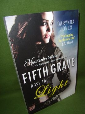 Book cover ofFifth Grave Past The Light
