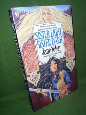 Book cover ofSister Light Sister Dark