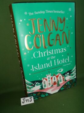 Book cover ofChristmas at the Island Hotel