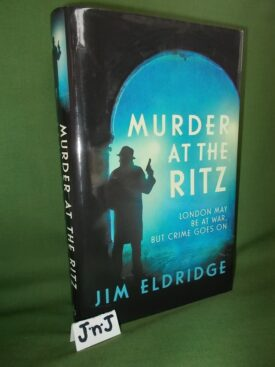 Book cover ofMurder at the Ritz